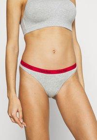 Calvin Klein Underwear - THONG 3 PACK - Thong - red gala/grey/constellation - 1