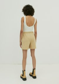 EDITED - DAISY - Shorts - beige - 2