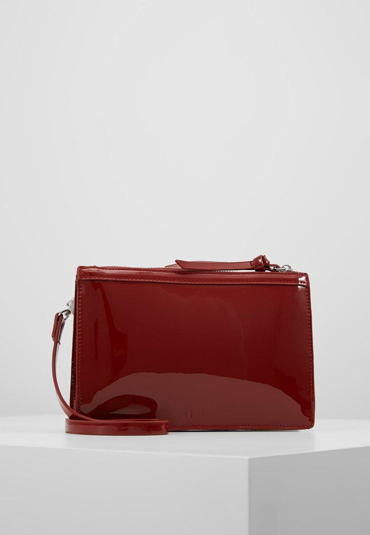 KIOMI - Clutches - ruby red