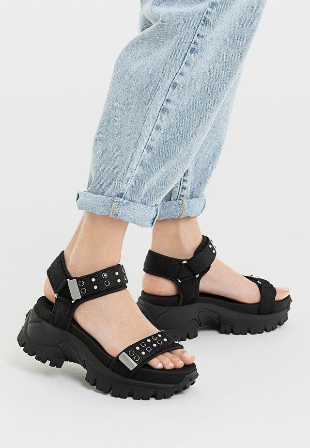 MIT VERZIERUNG  - Korkeakorkoiset sandaalit - black