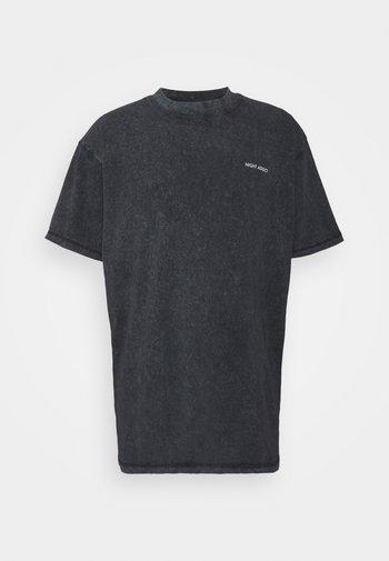 CHEST UNISEX - T-shirts med print - black acid wash