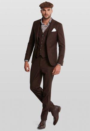 Colbert - brown