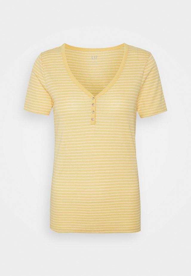 HENLEY TEE - Print T-shirt - french almond