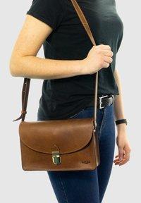 Gusti Leder - Handbag - braun - 0
