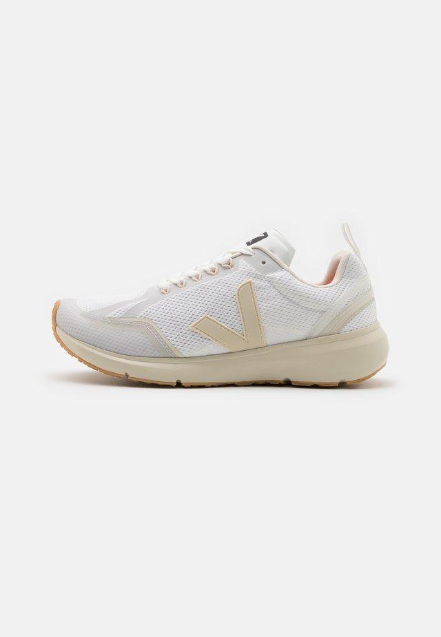 CONDOR 2 - Chaussures de running neutres - white/pierre
