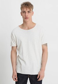 Nudie Jeans - ROGER - T-shirt - bas - offwhite - 0