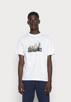 SAMI BRETT LLOYD BANDA - T-shirt print - white
