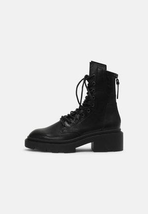 MADNESS - Plateaustøvletter - black