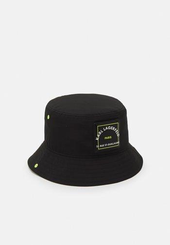 PATCH BUCKET HAT - Hat - black