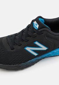 New Balance - ARISHI WELCRO UNISEX - Neutral running shoes - black - 5