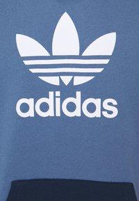 adidas Originals - BLOCKED UNISEX - Jersey con capucha - crew blue/halo/scarlet - 6