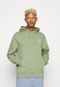 Nike Sportswear - CLUB HOODIE - Sweatshirt - oil green - 0