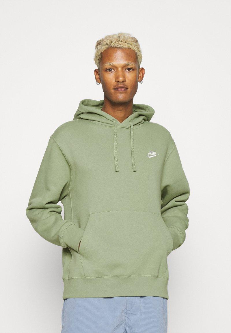 Nike Sportswear - CLUB HOODIE - Sweatshirt - oil green