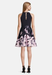 Vera Mont - MIT BLUMENPRINT - Cocktail dress / Party dress - dark blue-rosé - 1