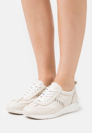 LACE UP - Sneakers laag - ecru