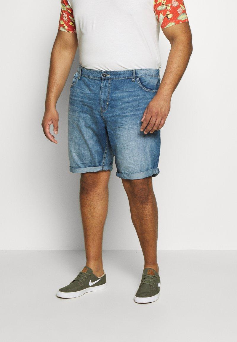 TOM TAILOR MEN PLUS - JEANSHOSEN JOSH REGULAR SLIM DENIM SHORTS - Denim shorts - light stone wash denim