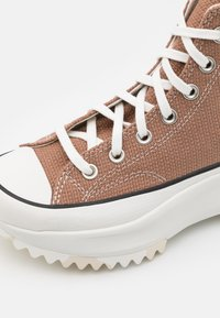 Converse - RUN STAR HIKE UNISEX - Zapatillas altas - rose taupe/white/egret - 5