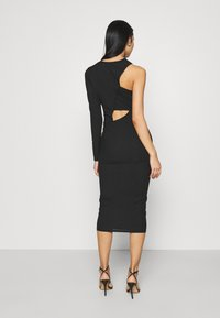 Missguided - CUT OUT ONE SLEEVE MIDI DRESS - Vestido ligero - black - 2