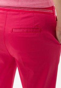 BRAX - STYLE MARON - Trousers - papaya - 4