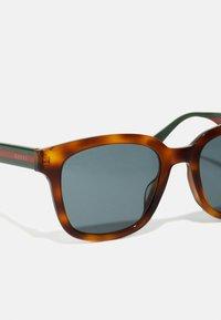 Gucci - Sluneční brýle - havana/green/grey - 3