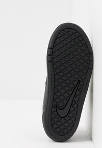 Nike Performance - PICO 5 UNISEX - Obuwie treningowe - black - 5