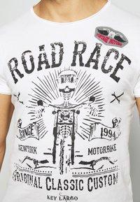 Key Largo - MOTORBIKE ROUND - Print T-shirt - off-white - 5