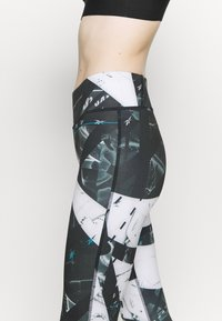 Reebok - WORKOUT READY PRINTED LEGGINGS - Punčochy - black - 4