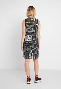 DKNY - SCOOP LONG DRESS - Freizeitkleid - black/white - 2