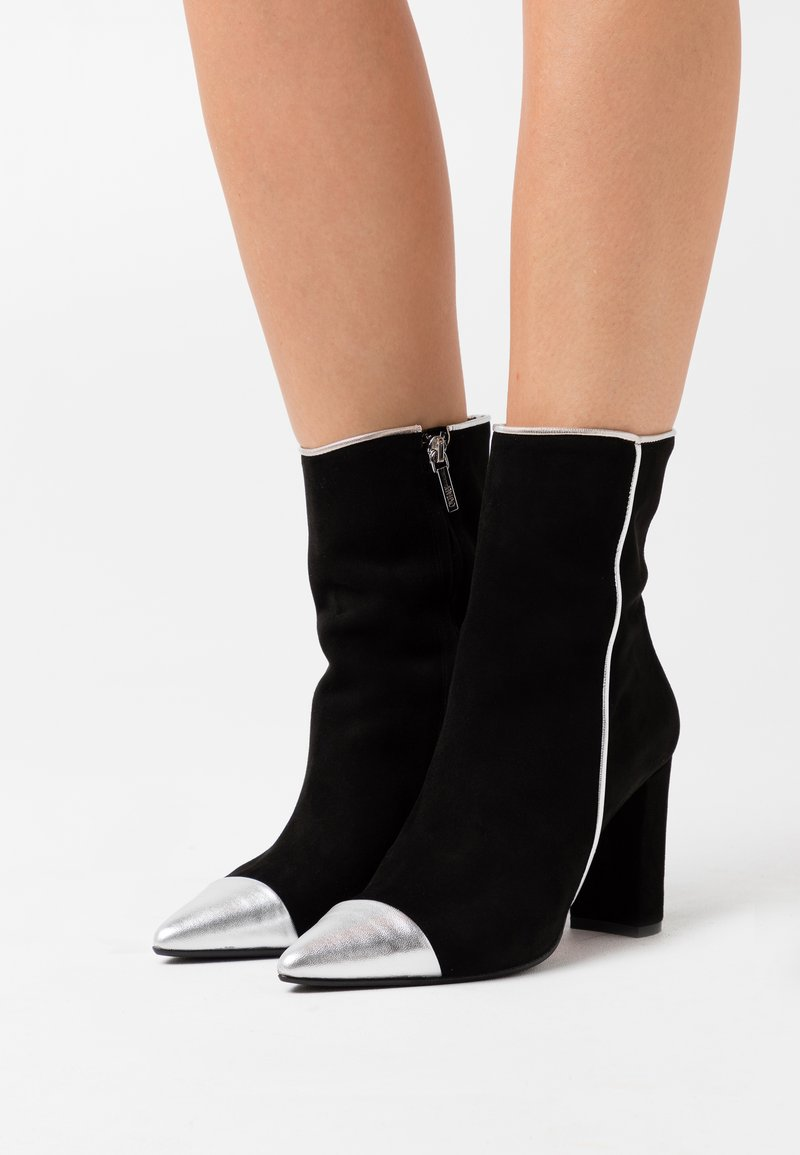 Oxitaly - CAMELIE - Kotníková obuv na vysokém podpatku - silver/nero