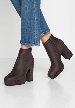 ONLBRIN - Kotníková obuv na vysokém podpatku - grey