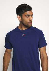 Tommy Hilfiger - CHEST LOGO - T-shirt basic - blue - 3