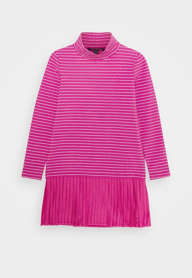 TURTLENECK DRESSES - Jerseykleid - college pink