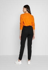 ONLY Tall - ONLPOPTRASH BELT PANT - Trousers - black - 2