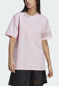 adidas Originals - Basic T-shirt - pink - 5