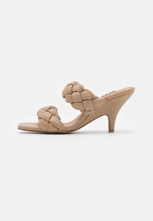 BRAIDED WEDGE MULES - Sandaler - beige