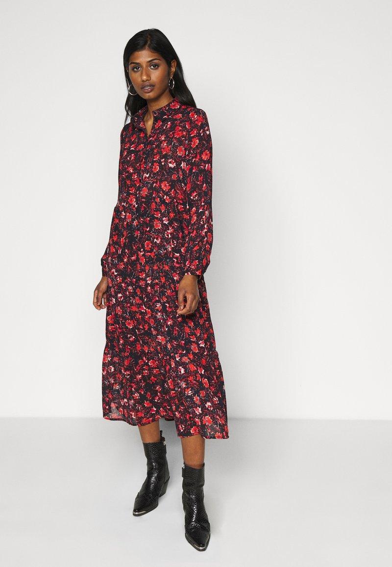 Vero Moda Petite - VMMAGDA BUTTON MAXI DRESS - Denní šaty - night sky/magda