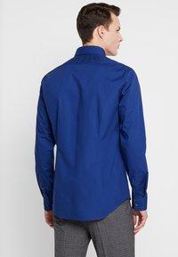 Calvin Klein Tailored - POPLIN STRETCH SLIM FIT - Formal shirt - blue - 2