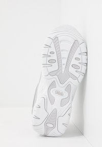 Fila - STRADA - Matalavartiset tennarit - silver/white - 5