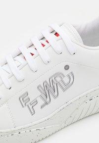 F_WD - Baskets basses - white/grey - 5