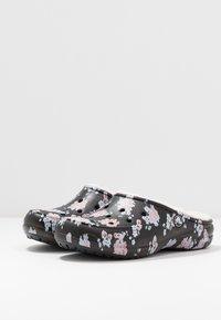 Crocs - FREESAIL - Slippers - black - 4