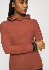 Nike Performance - Fleece jumper - claystone red/metallic gold - 3
