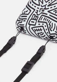 Polaroid - KEITH HARING UNISEX - Tech accessory - red - 3