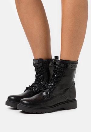 PARIS CROC BOOT - Šněrovací kotníkové boty - black