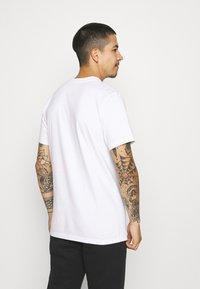 The North Face - STEEP TECH LIGHT - Camiseta estampada - white - 2