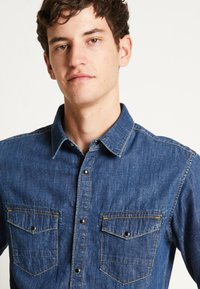 Jack & Jones - JJIFOX JJSHIRT - Chemise - blue denim - 6