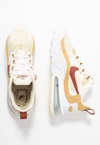Nike Sportswear - AIR MAX 270 REACT - Baskets basses - team gold/cinnamon/club gold/pale ivory - 3