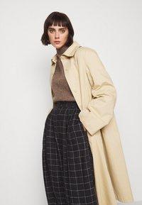 Won Hundred - BLAKELY - Sweter - brown melange - 5