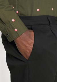 Only & Sons - ONSCAM CROPPED - Chinos - black - 4