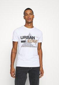 Jack & Jones - JCOBOOSTER TEE CREW NECK - T-Shirt print - white - 0