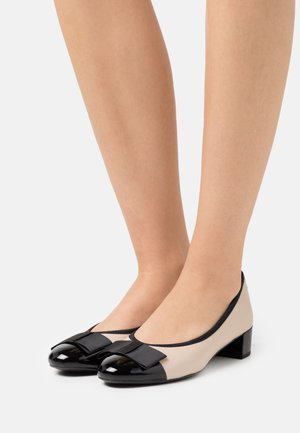 COURT SHOE - Tacones - beige/black